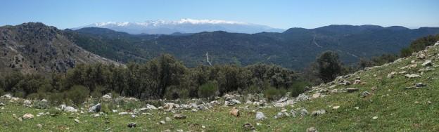 … constituyendo toda ella un espléndido balcón panorámico sobre Río Bermejo y el Parque Natural de la Sierra de Huétor, cuyo límite norte marca precisamente la cresta por la que andamos.
